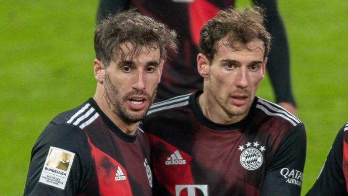 GER, FC Augsburg vs. FC Bayern Muechen, Fussball, Bundesliga, 17. Spieltag, Saison 2020/2021, 20.01.2021 Javi Martinez; Leon Goretzka Javi Martinez FC Bayern München