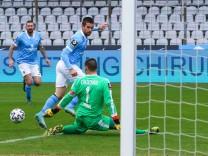 Muenchen, Deutschland 31. Januar 2021: 3. Liga - 2020/2021 - TSV 1860 Muenchen vs. FSV Zwickau v. li. im Zweikampf Chan