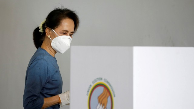 FILE PHOTO: Myanmar State Counselor Aung San Suu Kyi arrives for an early vote ahead of November 8th general election in Naypyitaw, Myanmar
