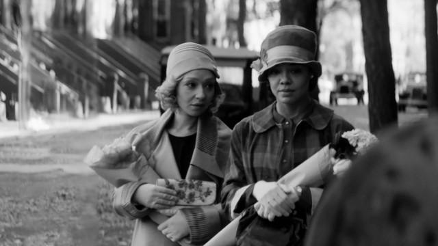 "Filmstill aus ""Passing"", Premiere beim Sundance Festival am 31.1.21; © Courtesy of Sundance Institute   photo by Edu Grau."