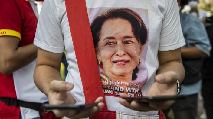 Myanmar: Demonstration für Aung San Suu Kyi in Thailands Hauptstadt Bangkok