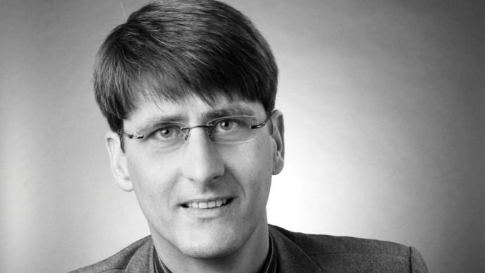 """Puchheim Alter Leiter â€"""" neuer Leiter Seit 15. Januar hat die VHS in Puchheim einen neuen Leiter."""