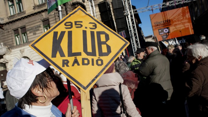 Hungarian demonstrate in support of the independent radio statio