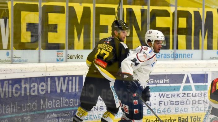 Eishockey: Gemeinsam einsam: Verteidiger Kenney Morrison war einer von nur 13 Feldspielern, die sich im Spitzenspiel Tabellenführer Kassel (rechts Lukas Laub) entgegen stellten.