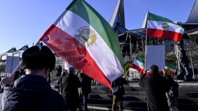 Demo während des Prozesses gegen einen iranischen Diplomaten in Antwerpen