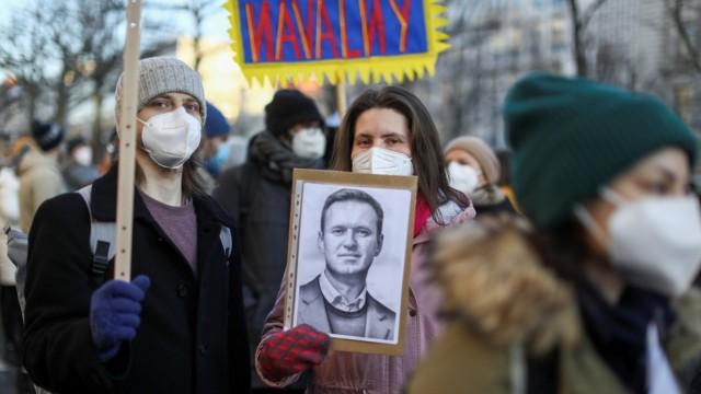 Russland: Unterstützer von Alexej Nawalny auf einer Demonstration in Berlin