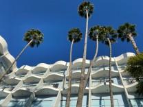 Hollywood-Hotel: Leonardo DiCaprio am Pingpong-Tisch