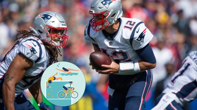 ORCHARD PARK, NY - SEPTEMBER 29: New England Patriots Quarterback Tom Brady (12) looks to hand the ball off to New Engl