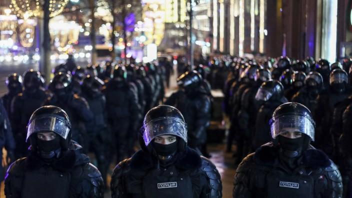 Russland, unangemeldete Demonstration von Nawalny-Anhängern in Moskau  MOSCOW, RUSSIA - FEBRUARY 2, 2021: Riot police du