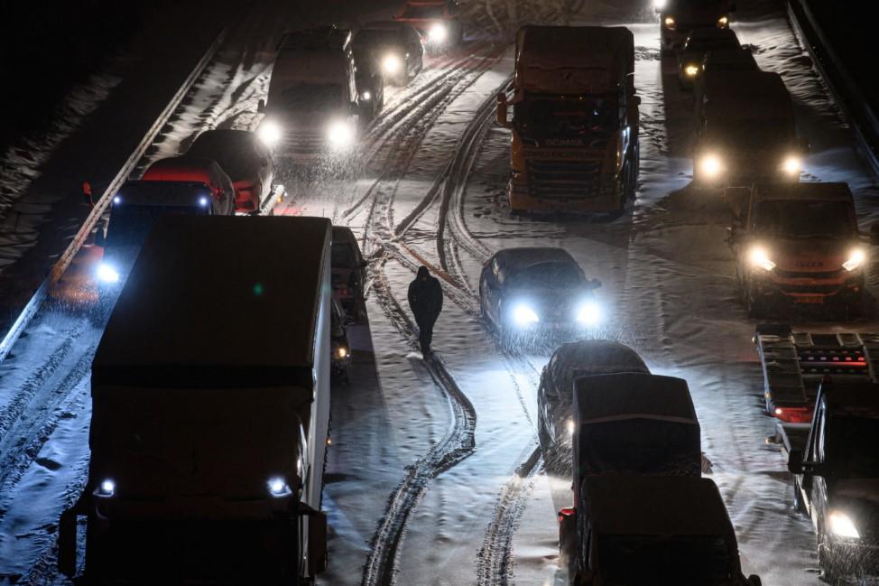Winterwetter - Stau auf der A4 bei Dresden