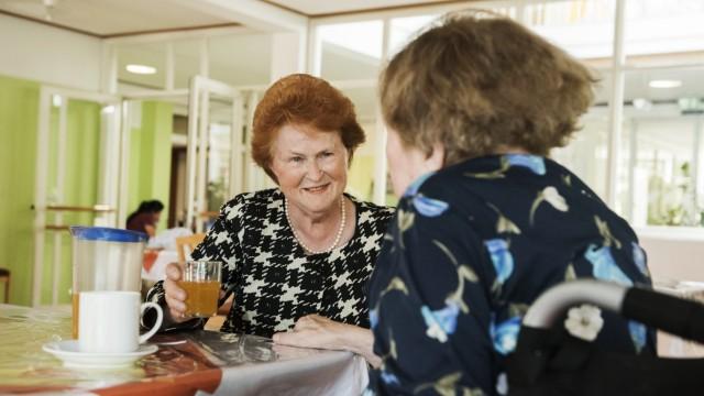 Haar, 30 Jahre ehrenamtlicher Tischdienst im Maria Stadler-Haus