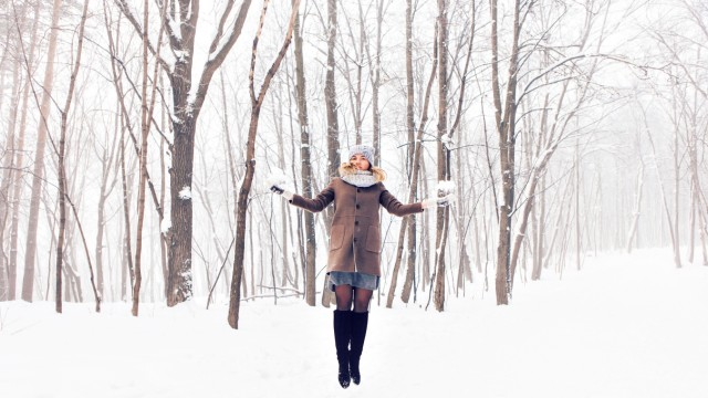 beautiful winter young woman playing with snow. (Satura)