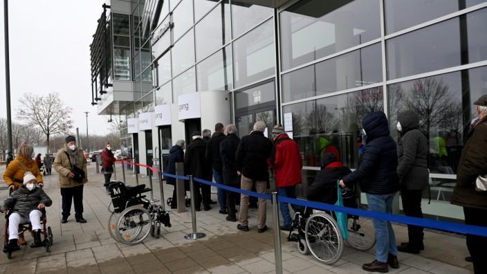 Lange war wenig los im Impfzentrum in der Messe in Riem, weil es an Impfstoff mangelte. Das hat sich nun geändert.