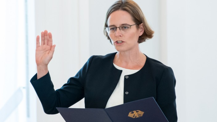 Bundespräsident entlässt und ernennt Verfassungsrichter