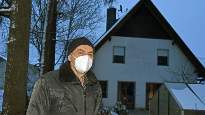 Althegnenberg: Bedenken wegen der eigenen Gesundheit: Wilhelm Peter vor seinem Haus in Althegnenberg.