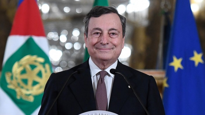The Premier in charge Mario Draghi at the Quirinale to dissolve the reserve and to announce the list of Ministers. Rome