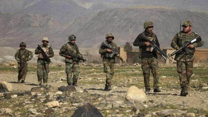 (210209) -- JALALABAD, Feb. 9, 2021 -- Afghan security force members take part in a military operation against Taliban