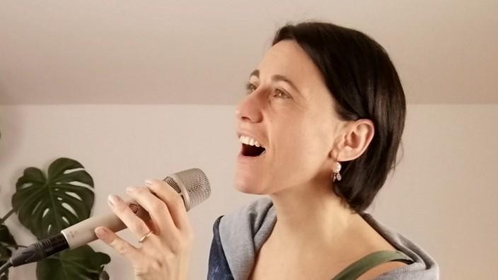 """Kultur in Egling: """"Wenn ich singe, bin ich echt"""": Melanie Kemser in ihrem Studio."""
