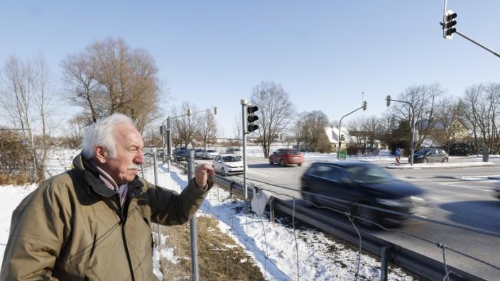Verkehr in Freising: Ernst Berg ist der Meinung, dass die Verkehrsprobleme im Freisinger Stadtteil Lerchenfeld mit einem Südostring verringert werden würden. Derzeit läuft alles über Ismaninger, Erdinger Straße oder Isarstraße.