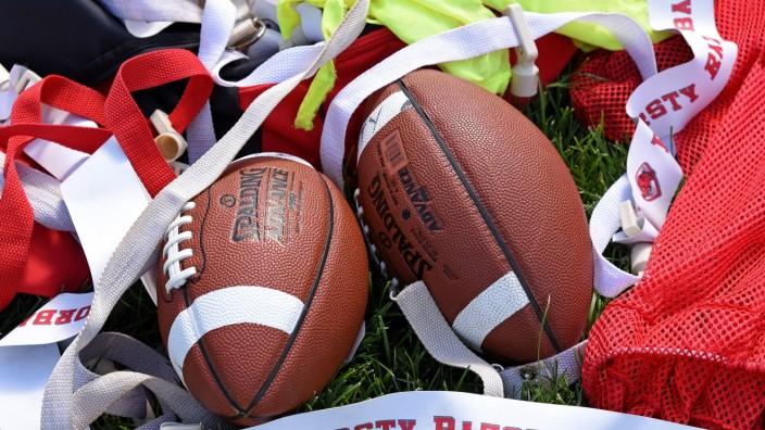 Football: Die Fursty Razorbacks sind die 1986 gegründete American-Football-Abteilung des TuS Fürstenfeldbruck. Diese umfasst auch vier Jugendmannschaften sowie Cheerleader. 2020 gelang der Herrenmannschaft der Wiederaufstieg in die zweite Bundesliga.