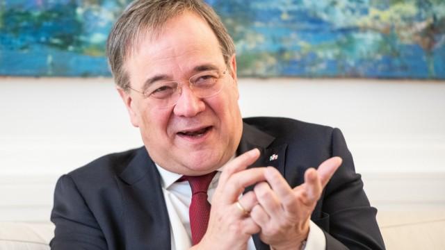 CDU-Chef Armin Laschet in seinem Büro in Düsseldorf.
