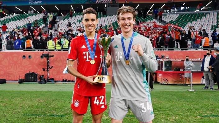 Lukas Schneller und Jamals Musiala.