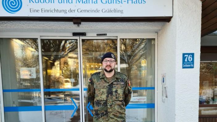 Soldat Patrick Finger von der Bundeswehruniversität in Neubiberg, hilft zurzeit bei Coronatests in Altenheim in Gräfelfing