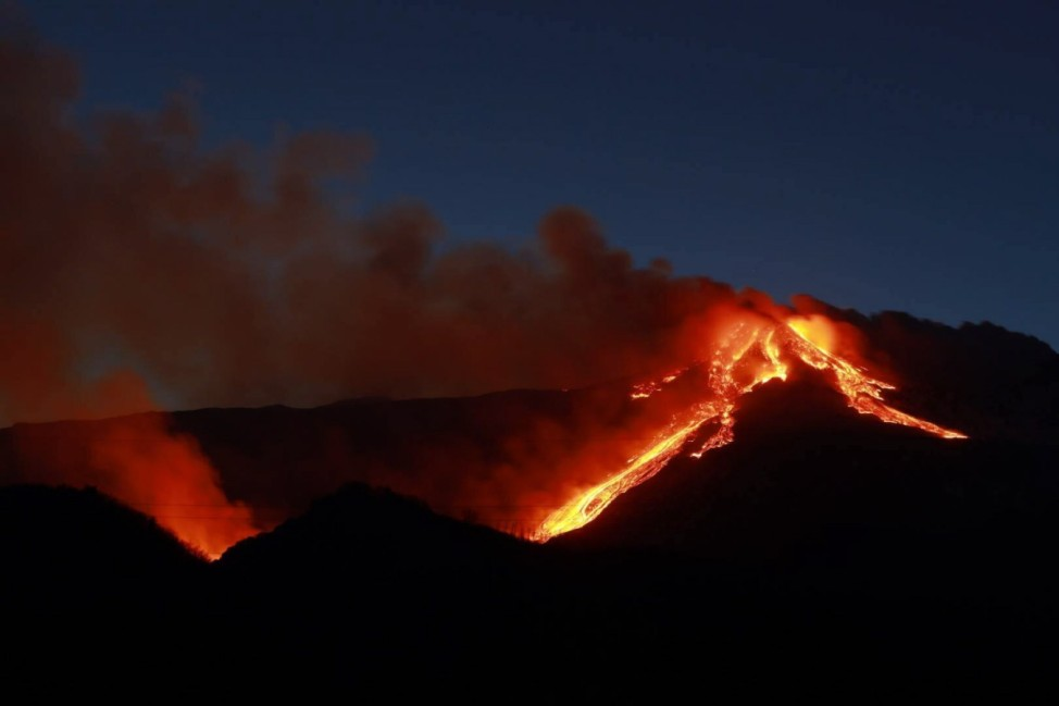 Italien, Vulkan Ätna auf Sizilien ausgebrochen 2021