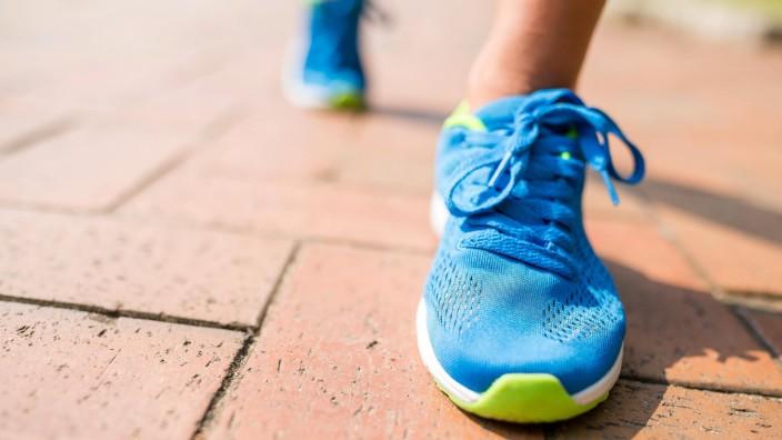 Woman wearing sport shoes and jogging PUBLICATIONxINxGERxSUIxAUTxONLY Copyright xleungchopanx Panth