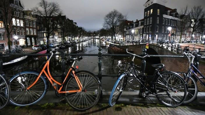 Corona in den Niederlande: Amsterdam während der Ausgangssperre