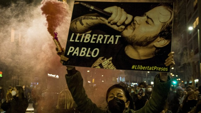 February 16, 2021, Barcelona, Catalonia, Spain: A protestor holds a placard demanding freedom for Pablo during a protes