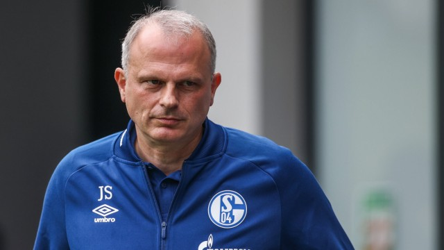 28.08.2020, Fussball, Saison 2020/2021, Testspiel, FC Schalke 04 - Aris Saloniki, Sportvorstand Jochen Schneider (FC Sc