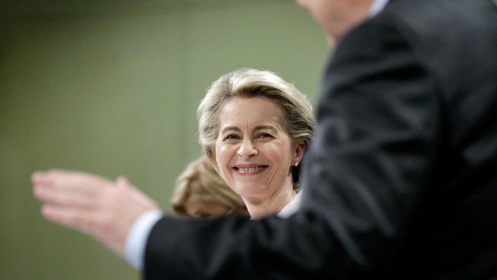 EU Commission head von der Leyen and EU commissioners hold news conference on plans to tackle COVID-19 variants