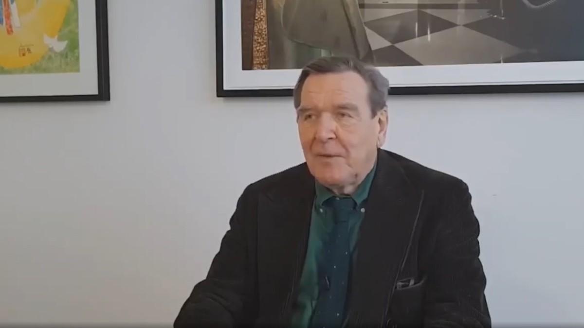 Kunst oder Porno? Gerhard Schröder streitet mit Linkedin.