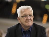 """Coronavirus in Deutschland: Kretschmann attackiert Laschet: """"Hast du ein Problem, schau ins Gesetz"""""""