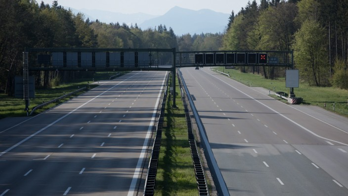 Nahezu leere A8 bei München, 2020