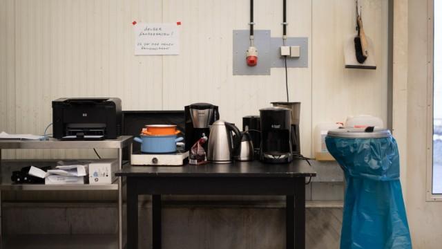 """Kultur in der Krise: Die """"kleine Teeküche"""" in der Containerhalle."""