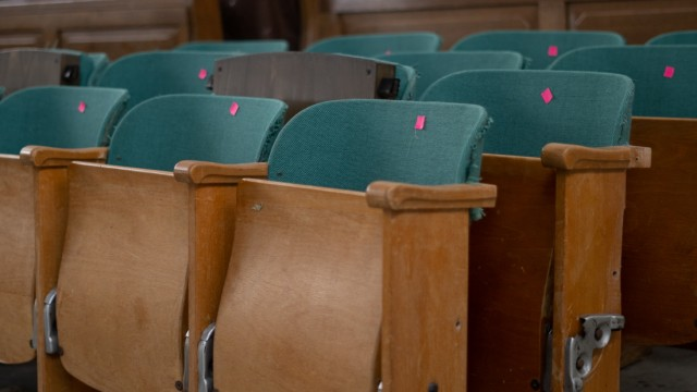 Kultur in der Krise: Um den Platz in der Halle konkurrieren mehrere Institutionen. Die Musikhochschule hat dort ein Lager eingerichtet.