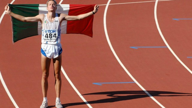 Alex Schwazer (Italien) jubelt mit der Nationalfahne