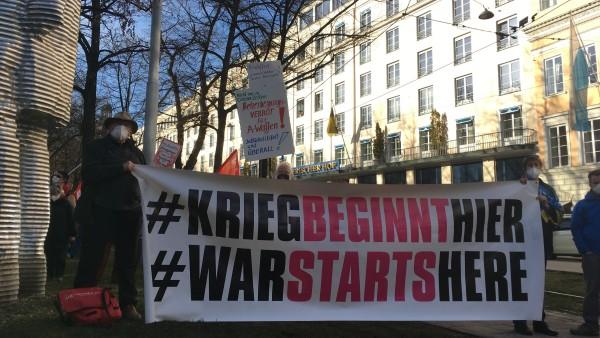 Anti-Siko-Demo vor dem Hotel Bayerischer Hof am Promenadeplatz, 20.2.2021, Foto: Tom Soyer