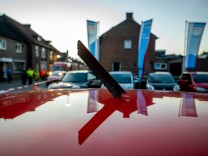 Niederlande: Herabstürzende Flugzeugteile verletzen zwei Menschen