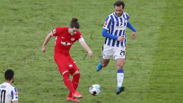 Marcel Sabitzer Tor Torschuß zum 0:1, Lucas Tousart / Geisterspiel Corona / / Fußball Fussball / DFL Bundesliga Herren