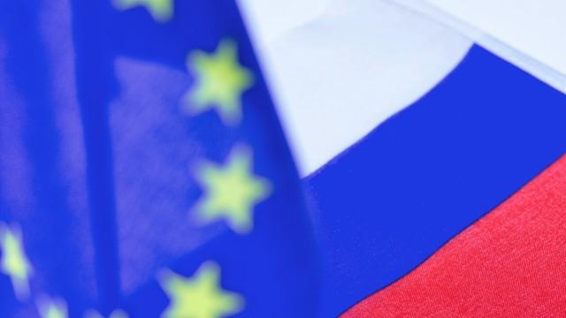 Die Fahnen / Flaggen von Russland / Russische Foederation und Europa / EU , 12.01.2021 The flags of Russia / Russian Fe