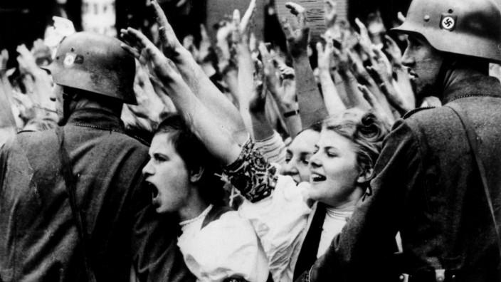 BDM-Mädel jubeln dem Führer zu, 1938