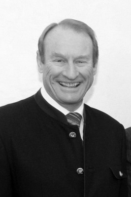 Minister Zeil bekommt Unterschriftenlisten; .