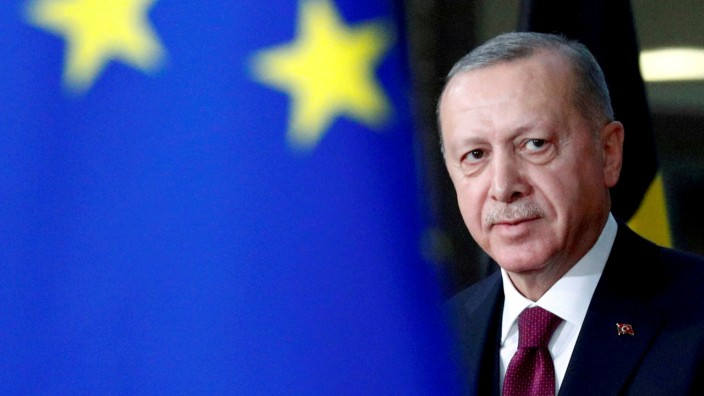 FILE PHOTO: FILE PHOTO: Turkish President Tayyip Erdogan arrives for a meeting with EU Council President Charles Michel in Brussels