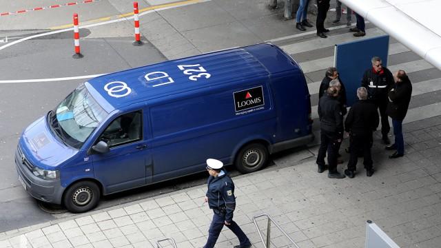 Festnahme wegen drei Raubüberfällen -  Flughafen Köln/Bonner