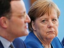 Spahn und Merkel: Stress mit dem Hochgelobten