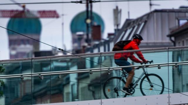 Radfahrer vor Frauenkirche