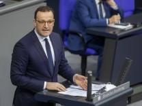 """Corona-Politik im Bundestag: """"Dieses Virus gibt nicht einfach auf"""""""